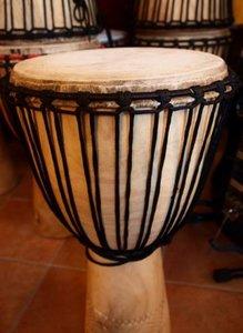 Hardhouten djembé uit Mali, licht hardhout